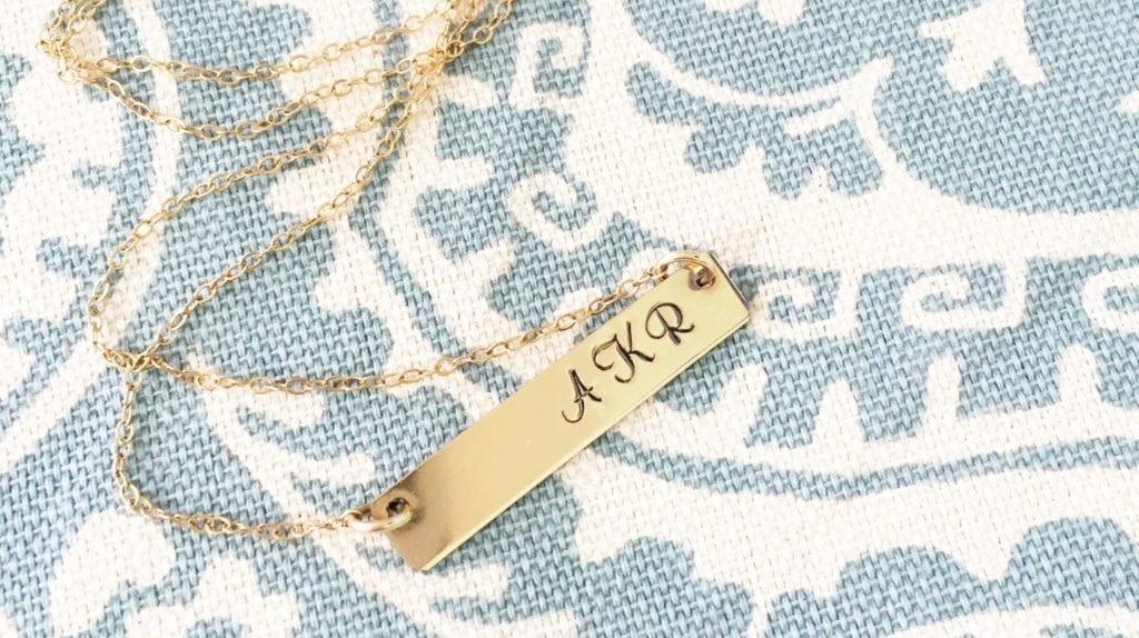 necklace horizontal
