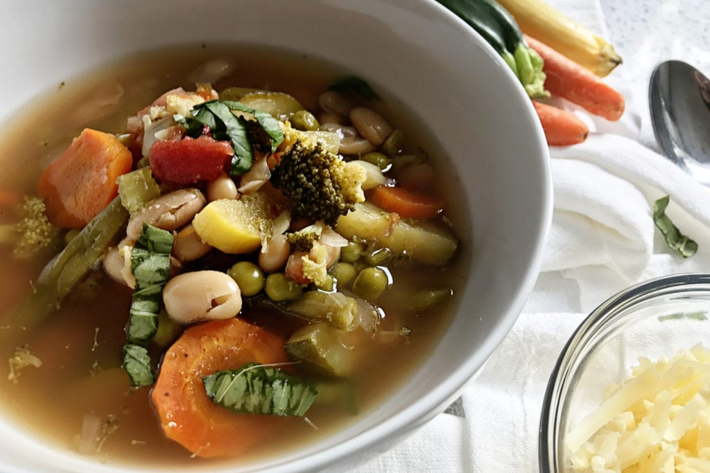 Delicious vegetable soup recipe - The Everyday Mom Life